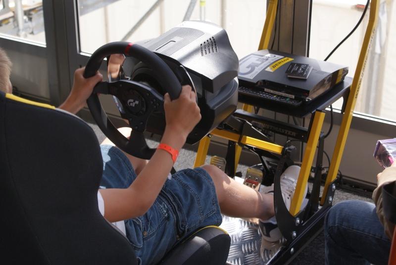 THRUSTMASTER et GAME-SEAT T500RS s'invitent au 24h du mans 2011 Dsc08118