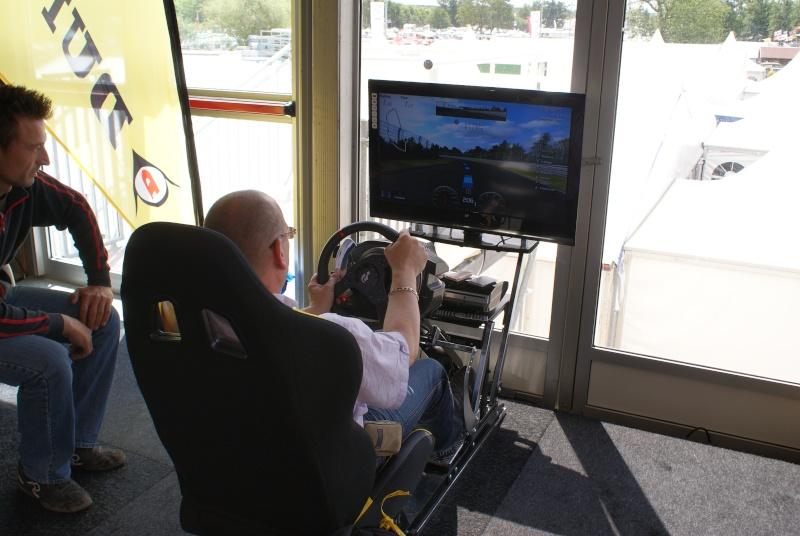 THRUSTMASTER et GAME-SEAT T500RS s'invitent au 24h du mans 2011 Dsc08119