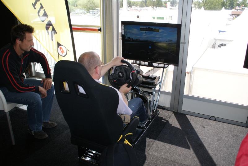 THRUSTMASTER et GAME-SEAT T500RS s'invitent au 24h du mans 2011 Dsc08120