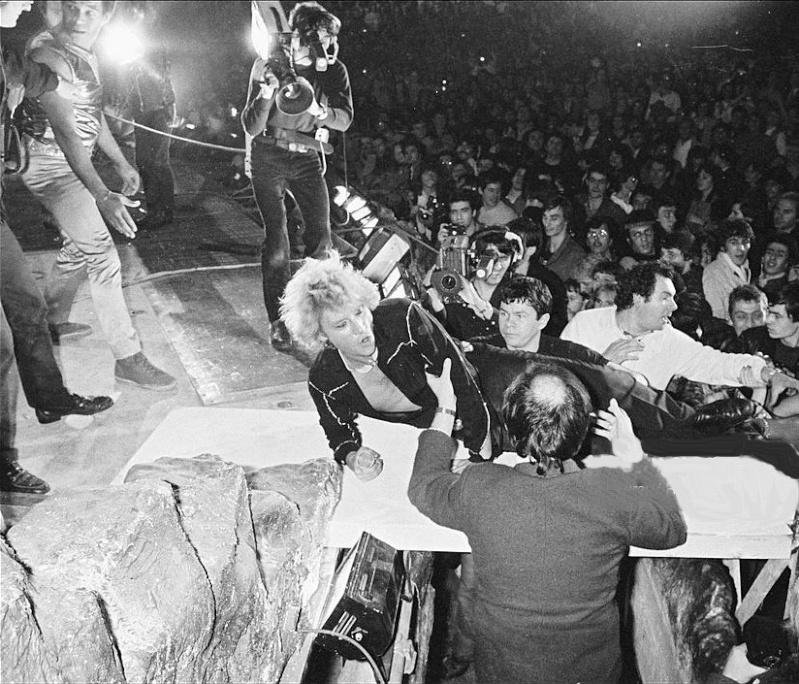 LES CONCERTS DE JOHNNY 'PALAIS DES SPORTS DE PARIS 1982' Le_11_11