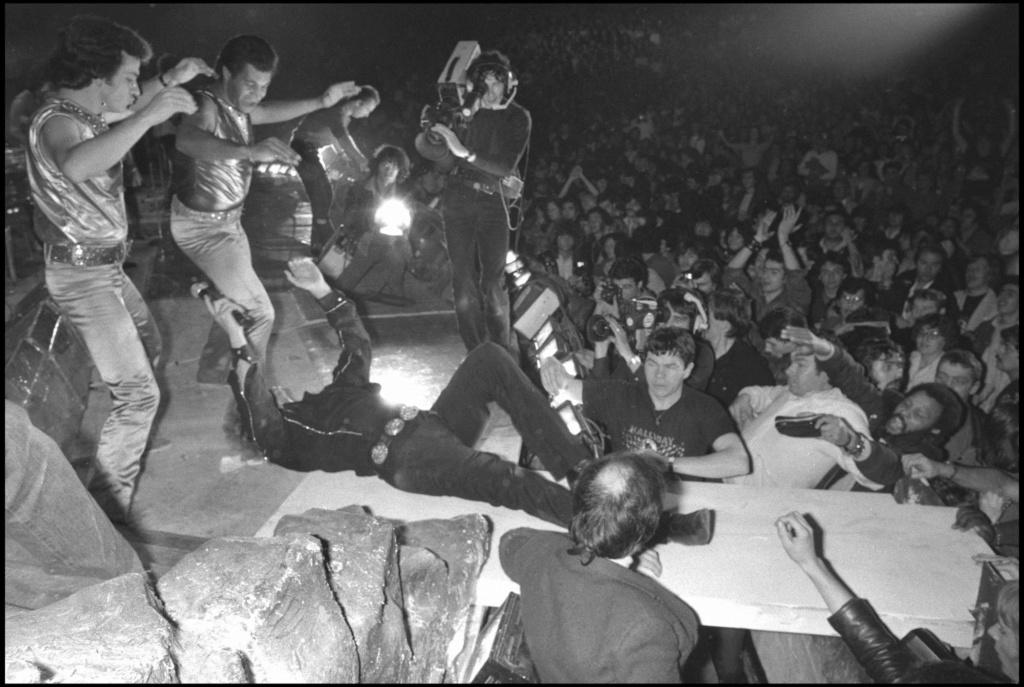 LES CONCERTS DE JOHNNY 'PALAIS DES SPORTS DE PARIS 1982' Palais11