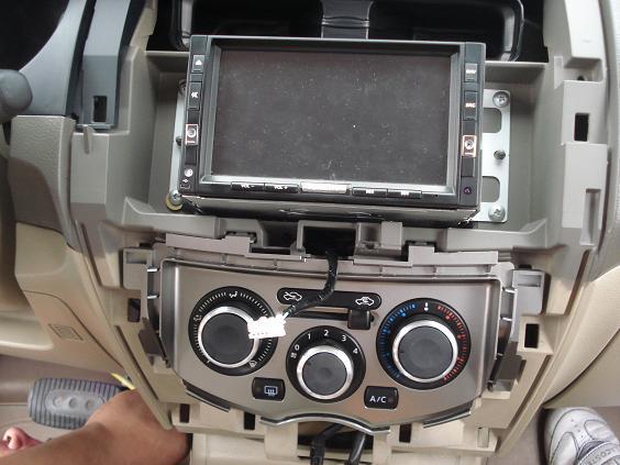 How to detach the Head Unit console Dsc00612