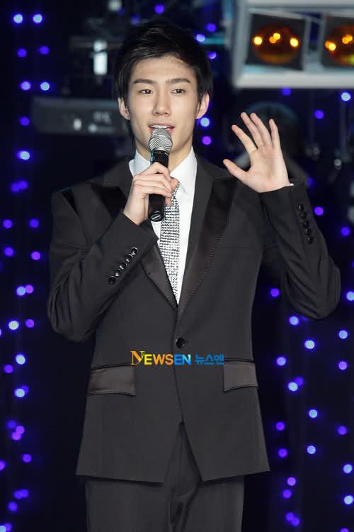 [NOTI][19.05.11]Ghun de X-5:'Quiero recibir el premio de novato' Mkg7b510