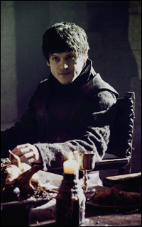 Iwan Rheon (Ramsay Snow) - en attente 0530