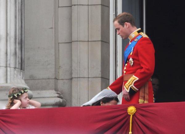 Well, it seems that Will and Kate are having 'fun' 28738310
