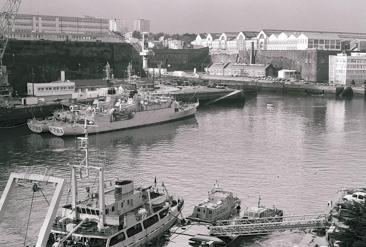 [Les ports militaires de métropole] Port de BREST - TOME 3 - Page 23 Arsena11
