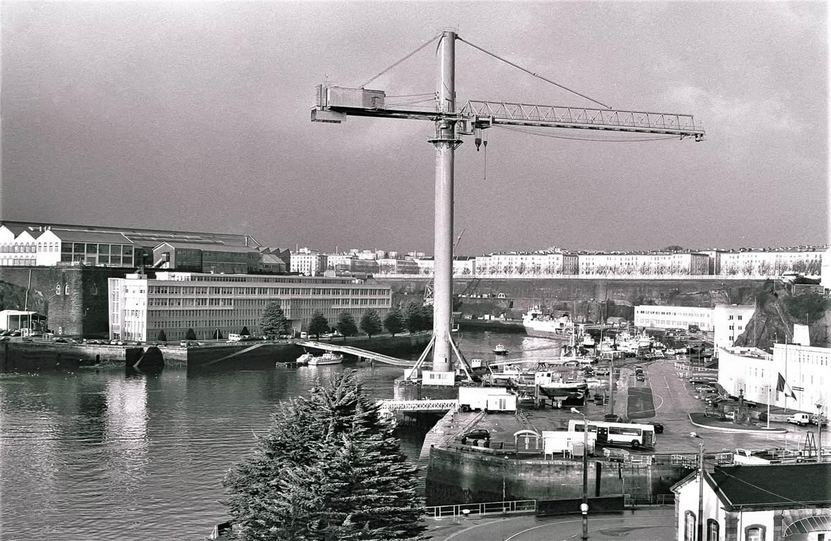 [Les ports militaires de métropole] Port de BREST - TOME 3 - Page 23 Arsena12