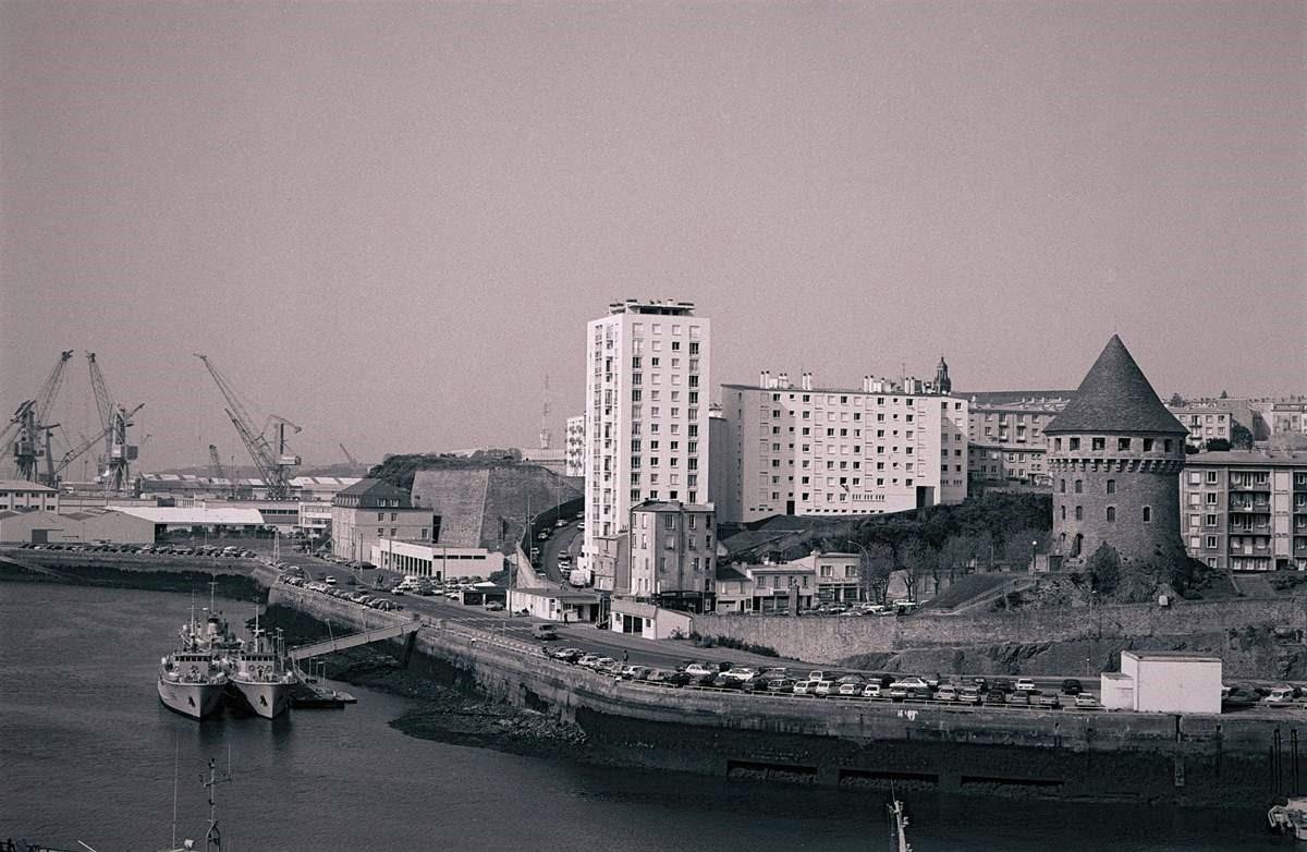 [Les ports militaires de métropole] Port de BREST - TOME 3 - Page 23 Brest_13