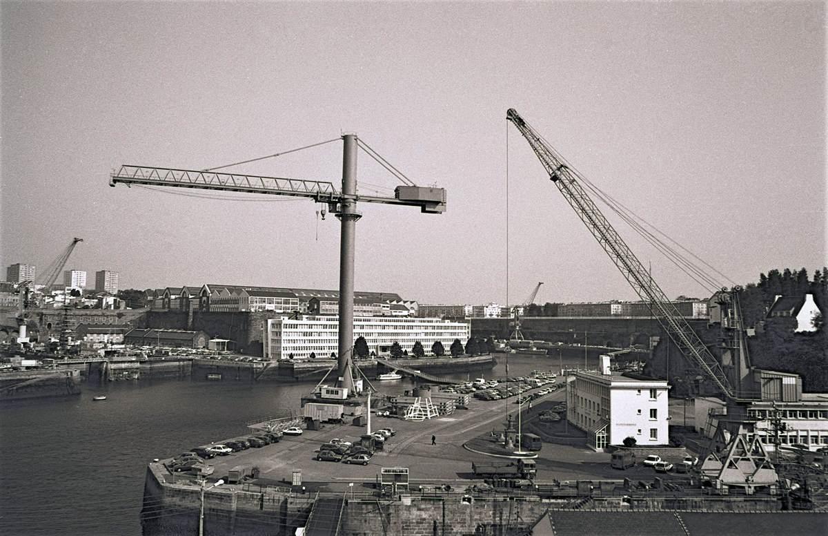 [Les ports militaires de métropole] Port de BREST - TOME 3 - Page 23 Brest_16