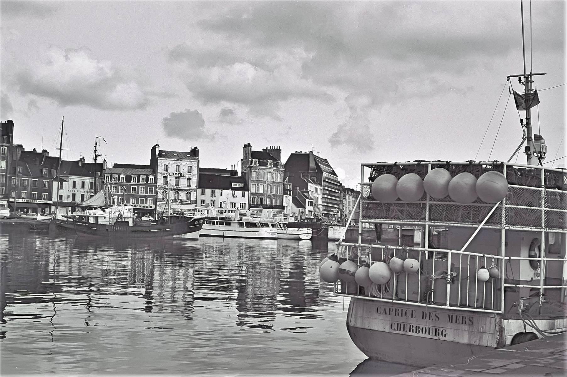 [Activité des ports hors Marine] LE PORT DE CHERBOURG - Page 18 Cherb_17