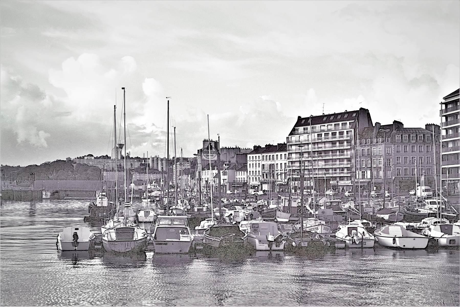 [Activité des ports hors Marine] LE PORT DE CHERBOURG - Page 18 Cherb_18