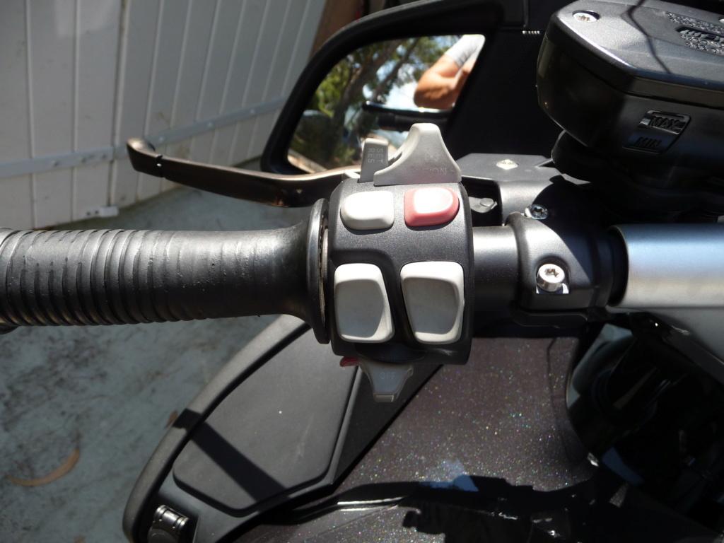 Comment démonter le commodo gauche d'une 1200 RT 2010 P1030410