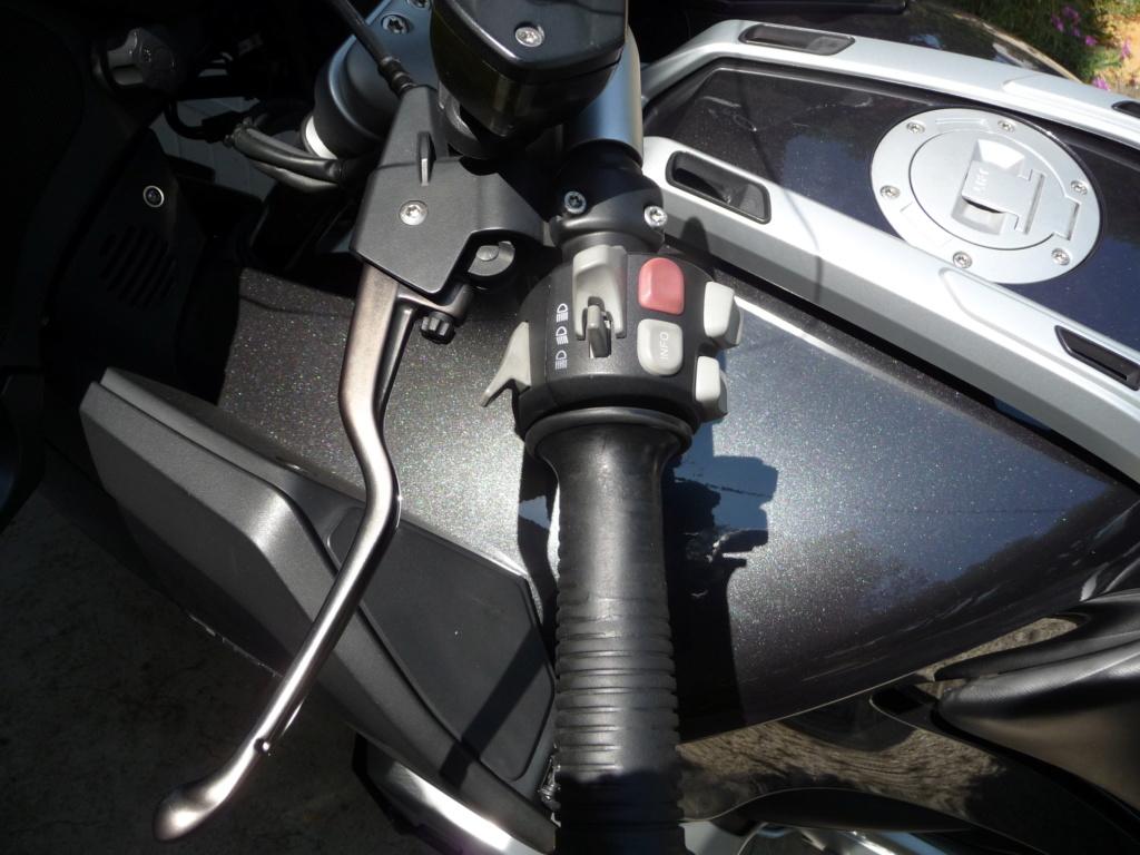 Comment démonter le commodo gauche d'une 1200 RT 2010 P1030411