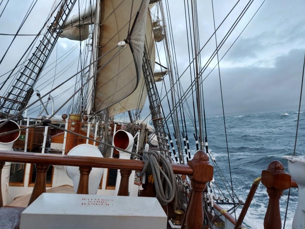 Ma navigation sur le trois-mâts Belem - Page 5 2021-109