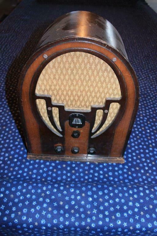 I got four nice radios today Philco10