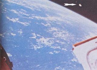 1966: Photo d'un OVNI prise dans l'espace  Ovni_010