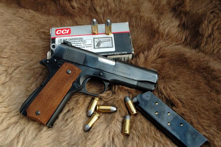 Colt 1911,100 años un mito. Comman10