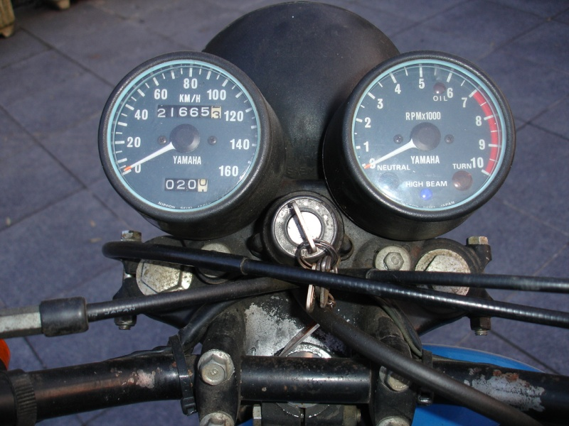 Un petit belge, un ! avec sa 400 DTMX 77, son XT500 79,.. :) Dtmx_412