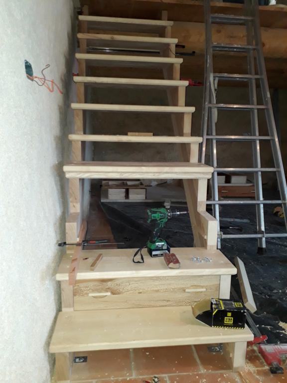Escalier Droit en Frêne avec tiroirs  - Page 4 20200589