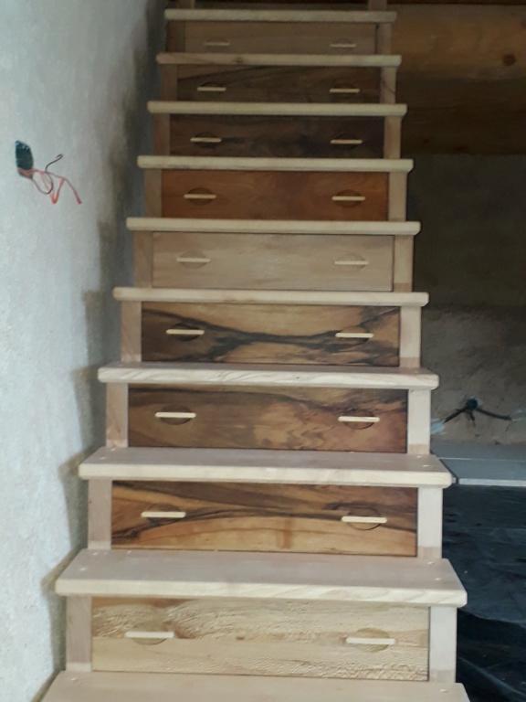 Escalier Droit en Frêne avec tiroirs  - Page 4 20200591