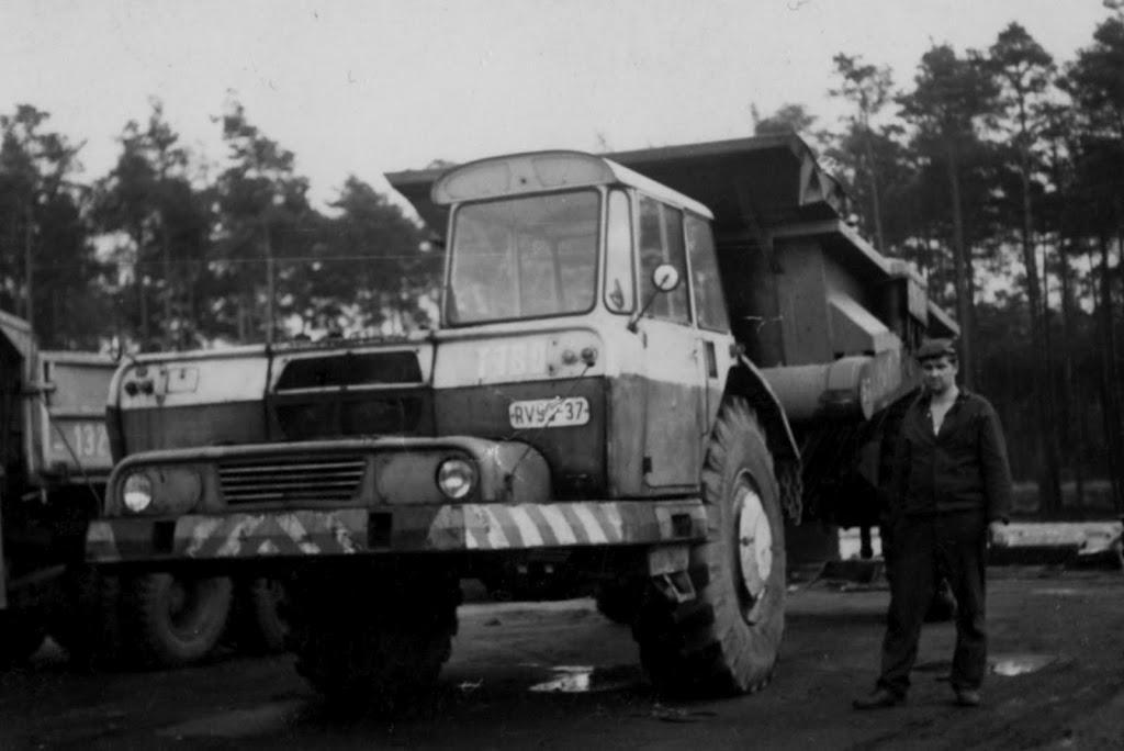 Stavostroj Einachsschlepper T180/D10 Kübelkipper und T180/S10 Scraper Bmk02411
