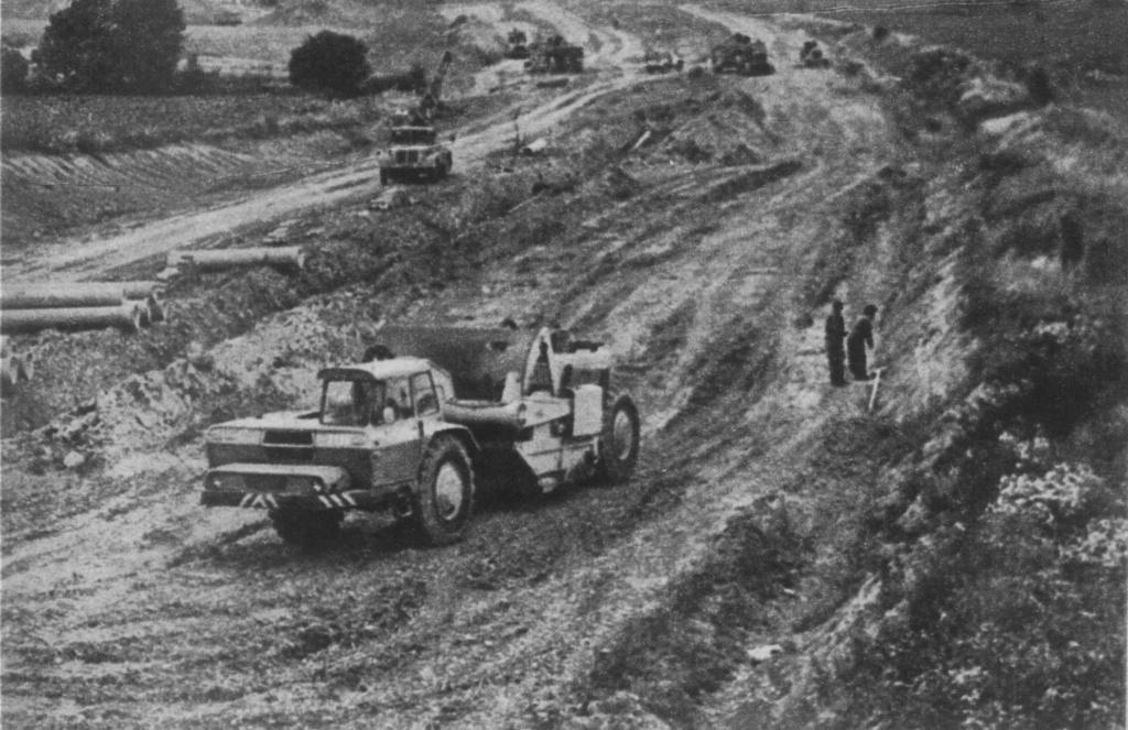 Stavostroj Einachsschlepper T180/D10 Kübelkipper und T180/S10 Scraper - Seite 2 Tatra_10