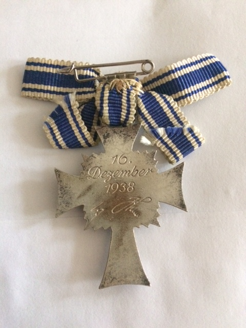 Croix des mères argent, montage ruban particulier. Image225
