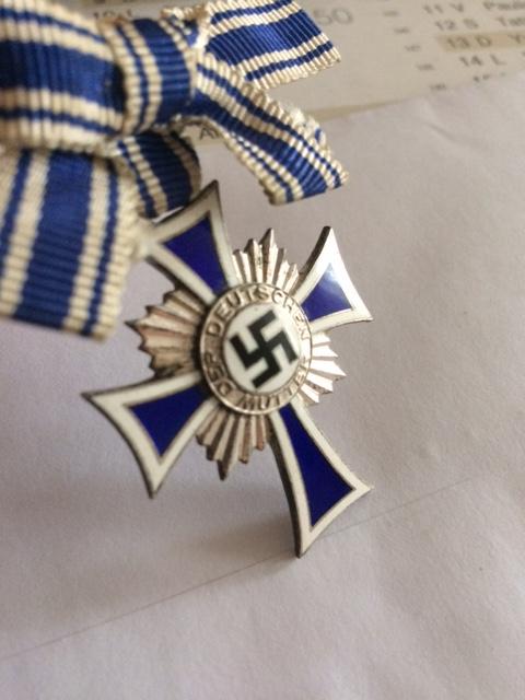 Croix des mères argent, montage ruban particulier. Image322
