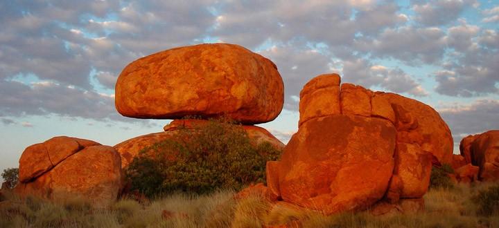 Камене громаде широм планете - Page 37 Austra10