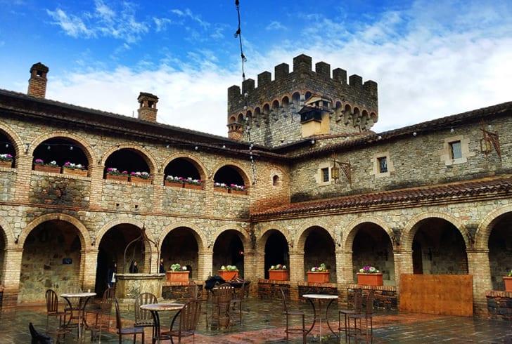 Dvorci,tvrđave i zamkovi - Page 6 Castel13