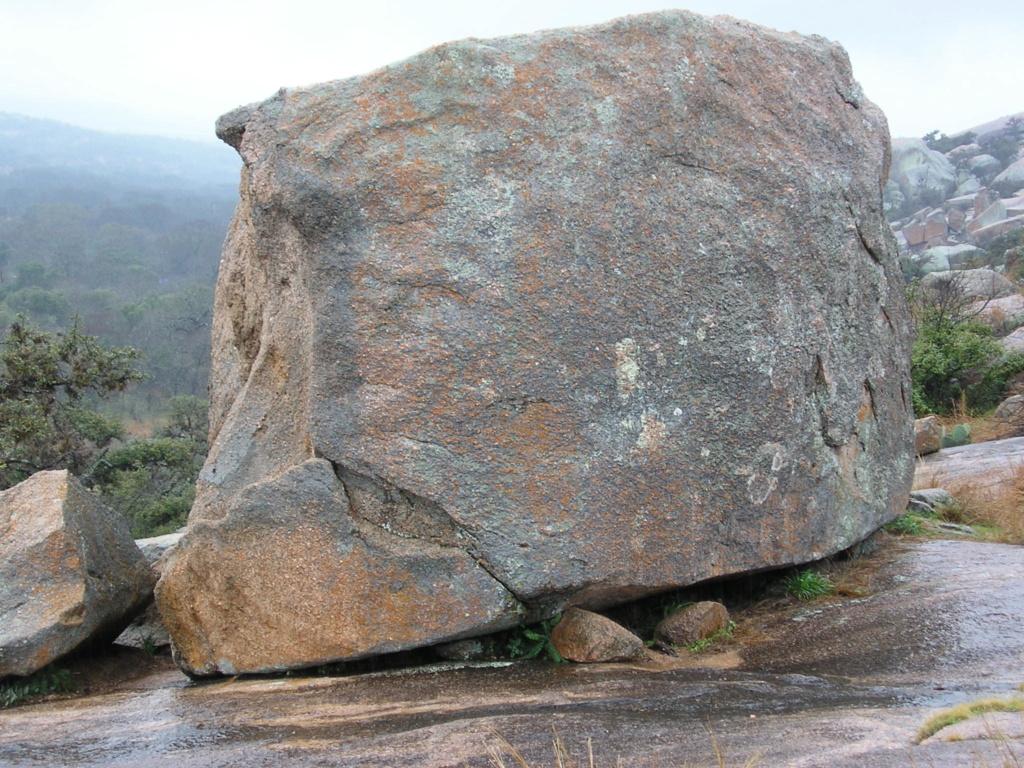Камене громаде широм планете - Page 38 Enchan10
