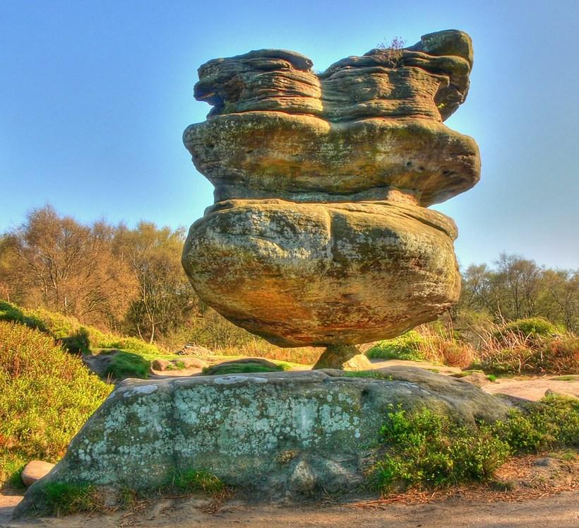 Камене громаде широм планете - Page 37 Idol-r10