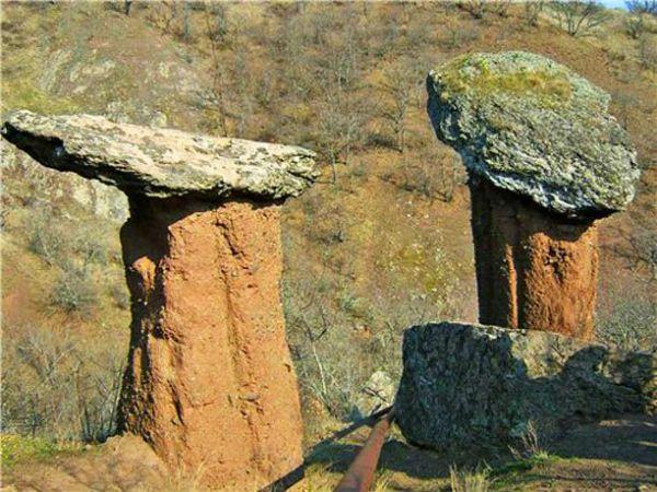 Камене громаде широм планете - Page 39 Krym-d10