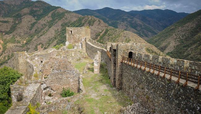 Dvorci,tvrđave i zamkovi - Page 5 Maglic11
