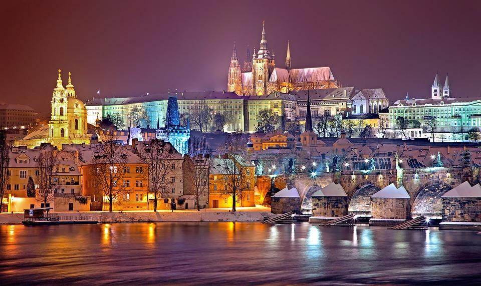 Gradovi noću - Page 33 Prague10