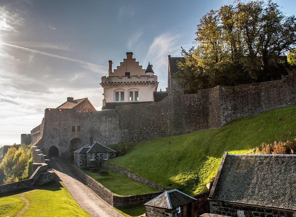 Dvorci,tvrđave i zamkovi - Page 5 Stirli10