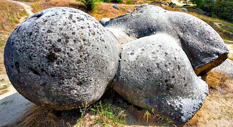 Камене громаде широм планете - Page 39 The-my10