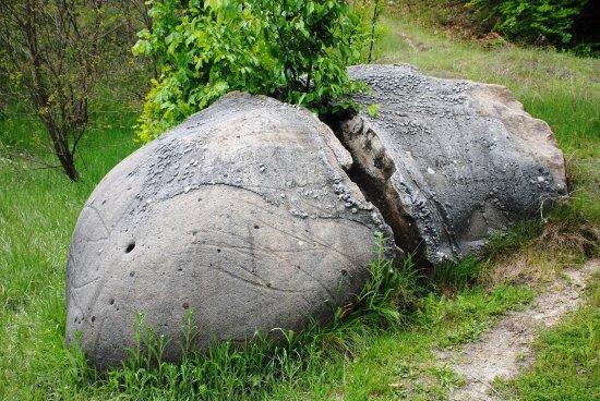 Камене громаде широм планете - Page 39 Trovan11