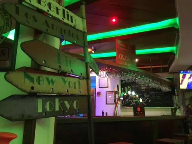 Le bar , ouvert H24 et 7 jours sur 7  - Page 35 04f8da10