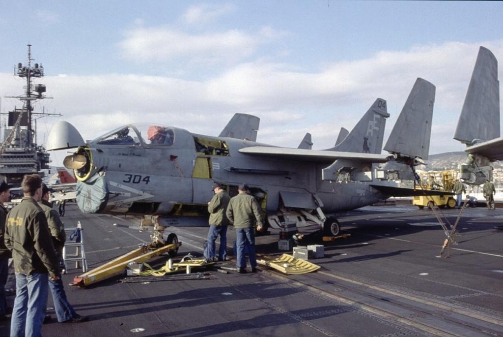 [Montage fini] A-7E Corsair II - 1/72 - Page 2 Fo89_210