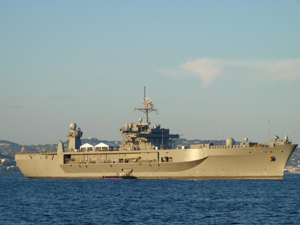 AMPHIBIOUS FORCE COMMAND SHIP (LCC) CLASSE BLUE RIDGE (Fini) P1070711