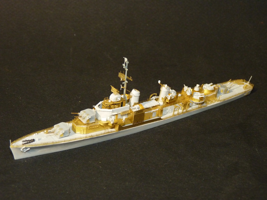 USS English - DD 696 1/700 PITT-ROAD/SKYWAVE - Page 3 P1110467