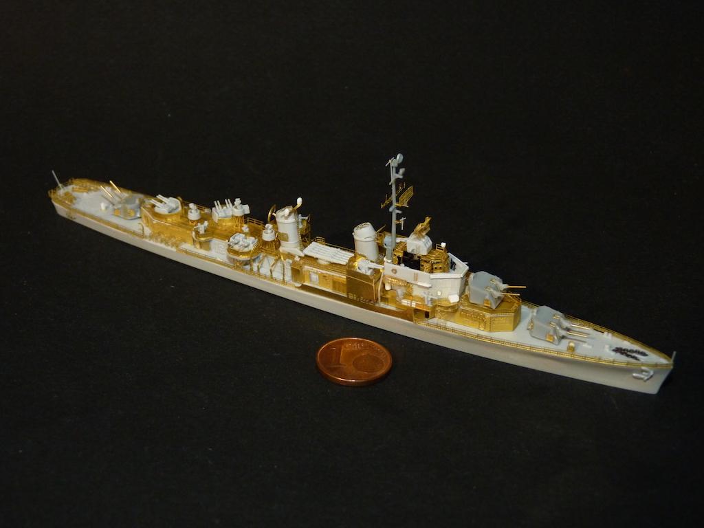 USS English - DD 696 1/700 PITT-ROAD/SKYWAVE - Page 4 P1110469