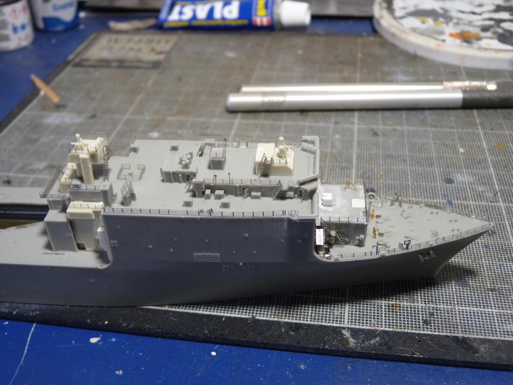 USS Tortuga - LSD 46 1/700 ORANGE HOBBY   P1110930