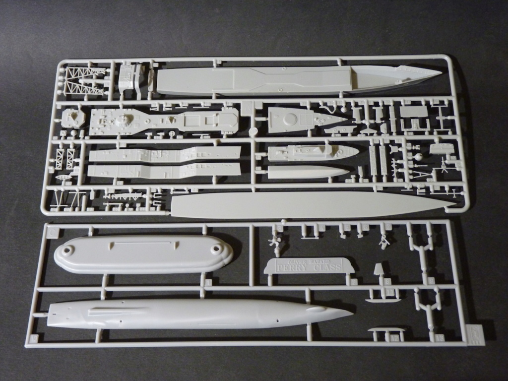 USS Kauffman - FFG 59 1/700 REVELL / PITTROAD   P1120025