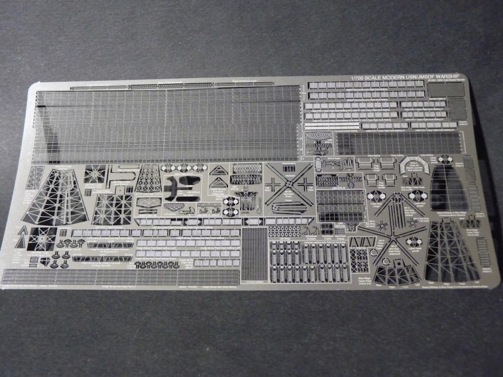 USS Kauffman - FFG 59 1/700 REVELL / PITTROAD   P1120029