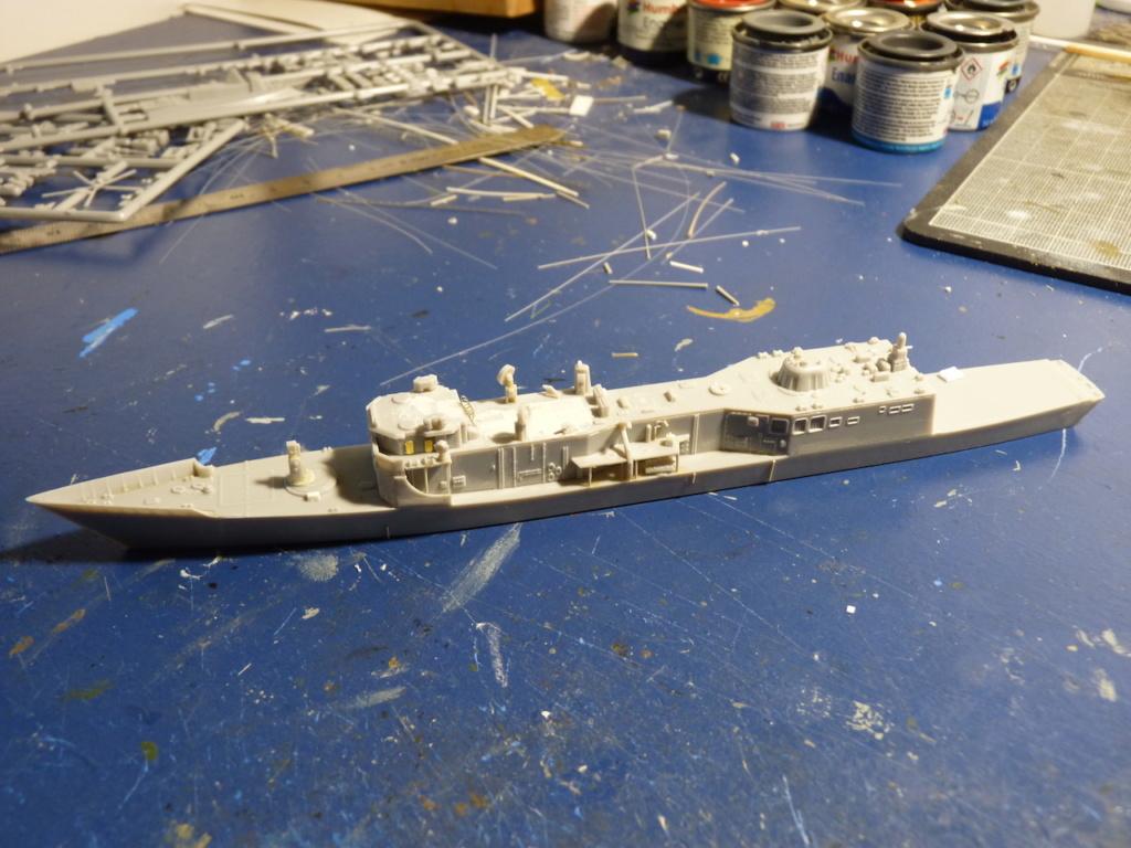 USS Kauffman - FFG 59 1/700 REVELL / PITTROAD   P1120030
