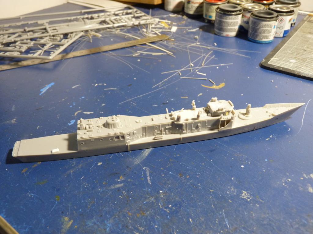 USS Kauffman - FFG 59 1/700 REVELL / PITTROAD   P1120031