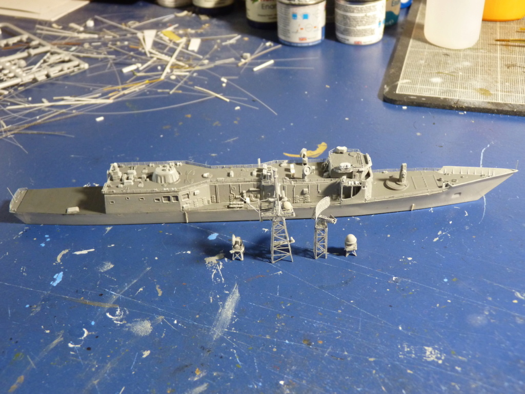 USS Kauffman - FFG 59 1/700 REVELL / PITTROAD   - Page 2 P1120034