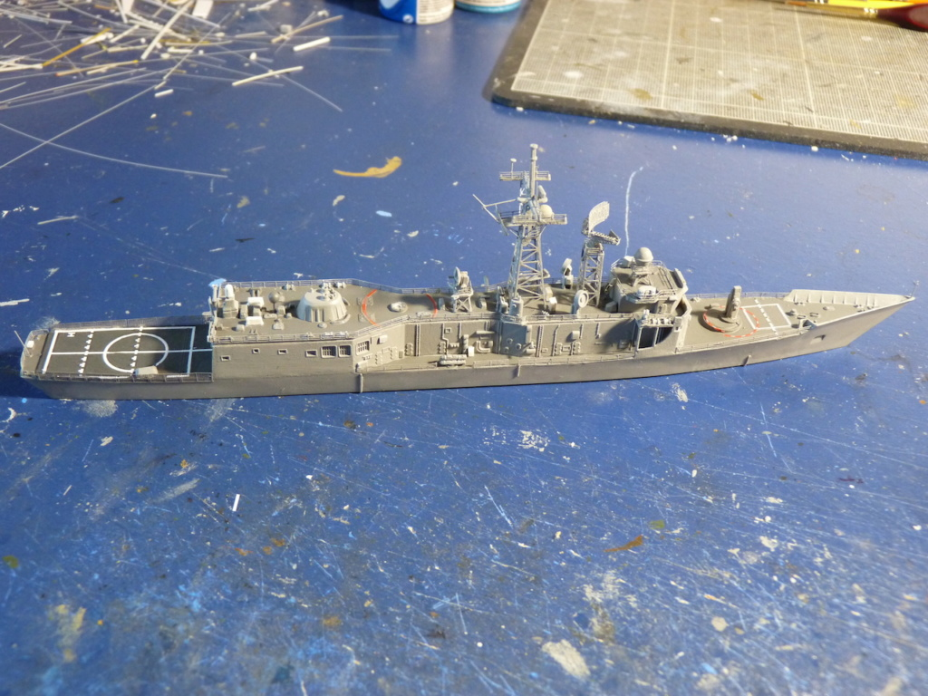 USS Kauffman - FFG 59 1/700 REVELL / PITTROAD   - Page 2 P1120036